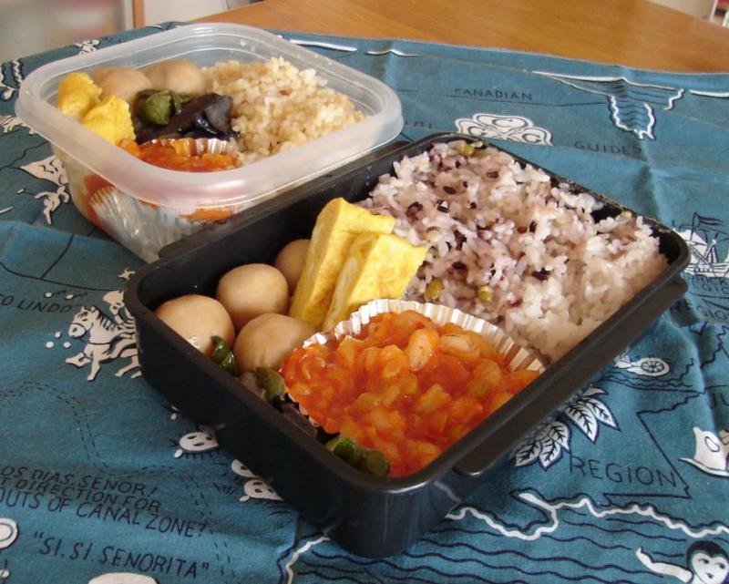 エビチリと里芋の煮物弁当