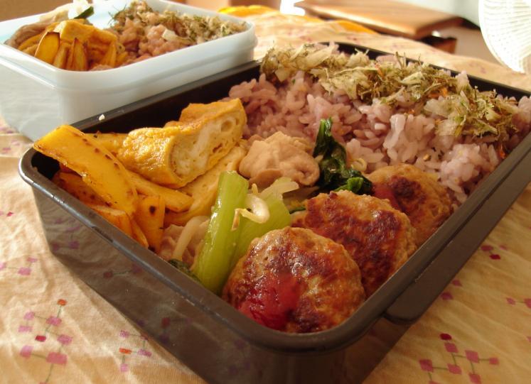 ハンバーグと豚と青梗菜炒め弁当