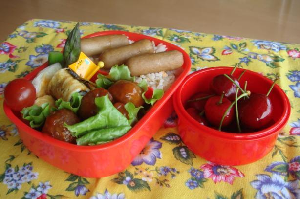ミートボールと鮭ご飯弁当