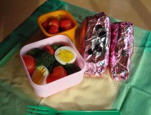 【塾弁当】サンドイッチとサラダ