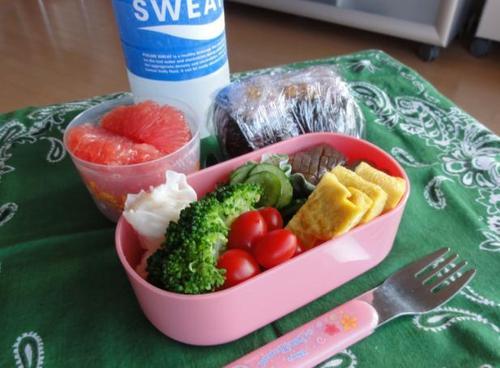 【夏の部活弁当】天むす、野菜とか
