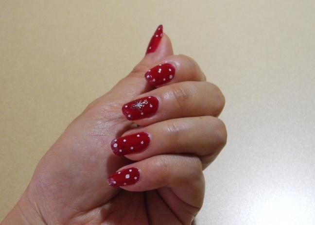 赤水玉ネイル